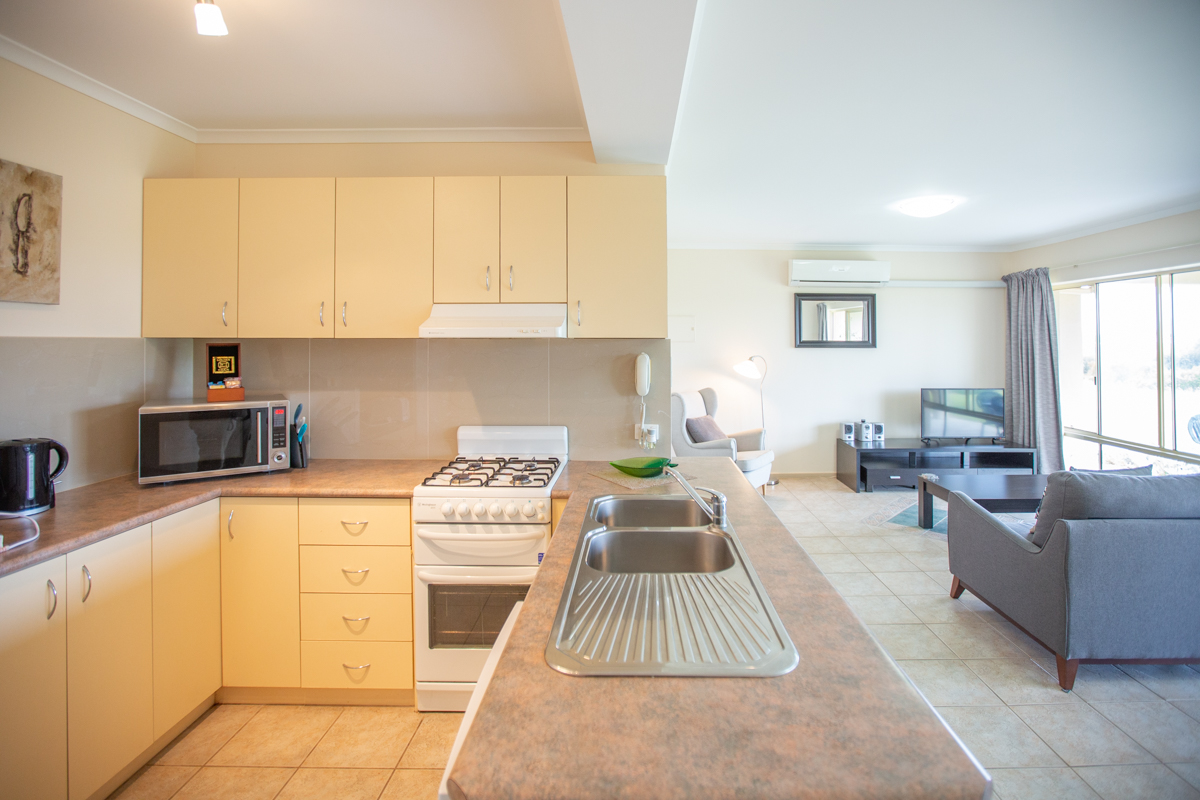Lakeview 2 bedroom apartment   Book now