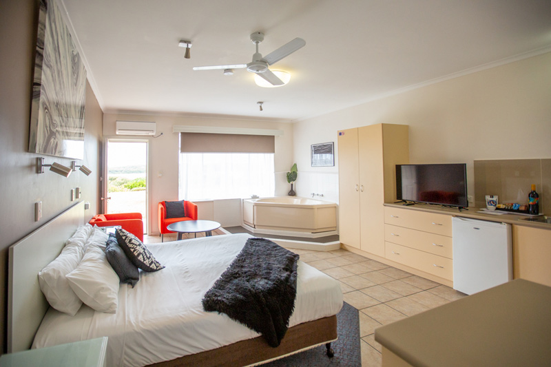 Lakeview King Spa Room | holiday apartments robe
